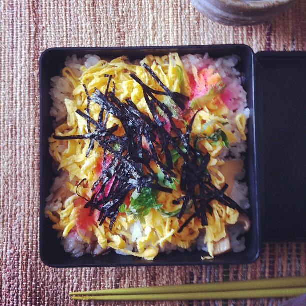 お昼ご飯はちらし寿司! #ごはん